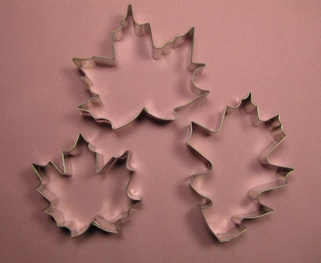 Maple Leaf vs Oak Leaf Maple Leaf Set of 2 And Oak