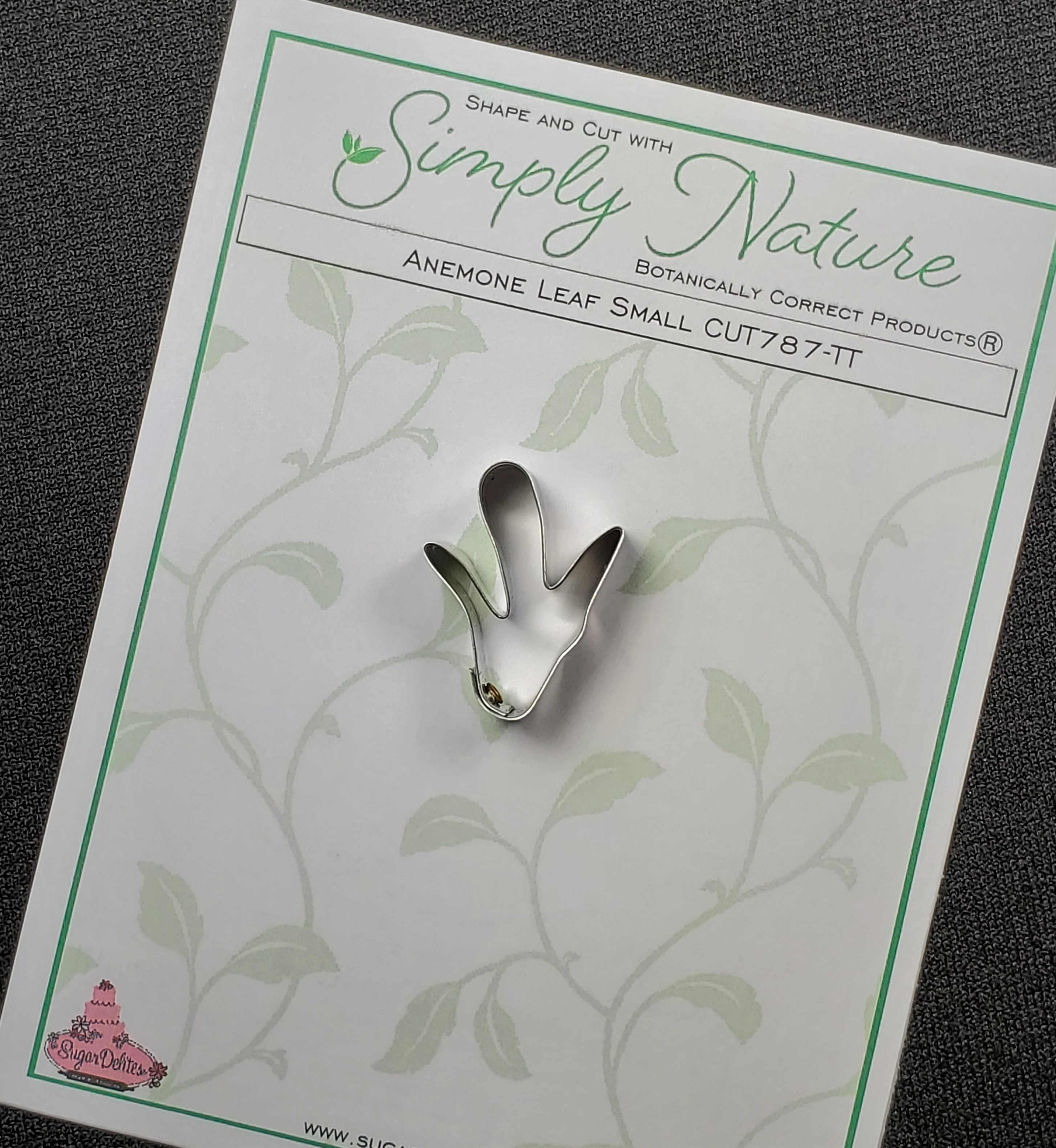 Anemone Leaf Cutter Small By Simply Nature Botanically Correct Products®