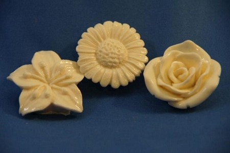 "Flower Set of 3 includes 3 different flower molds, which are the Rose, Daisy, and Lily. The Rose measures 1"" x 1"" x 1/2"", the Daisy measures 1"" x 1"" x 1/4"", and the Lily measures 1 1/4"" x 1 1/4"" x 1/4""."
