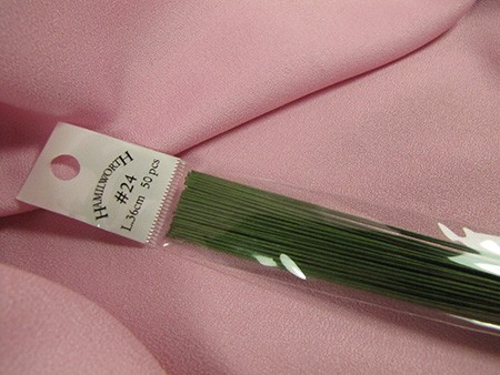 Wire #24 Green, approximately 50 paper covered wires per package. These wires are the highest quality and are great for gumpaste work.