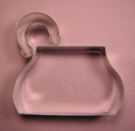"Purse Large, by Fiesta, is a two piece set that can create several different purse types. The Purse handle can be positioned in several different location, including center and on the ends. The Purse cutter measures 4 1/2"" x 2 3/4"" and the Purse handle measures 1 3/4"" x 1 3/4""."