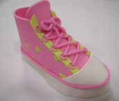 "This adorable Large Tennis Shoe is a 5 pc. set. The sole measures 5"" x 2 1/4"". Instructions included."