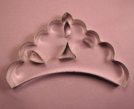 "Tiara Large measures 7 1/4"" x 4 1/2"". Get creative with this Tiara cutter set, which includes 4 different design cutouts in order to customize the Tiara to your needs."